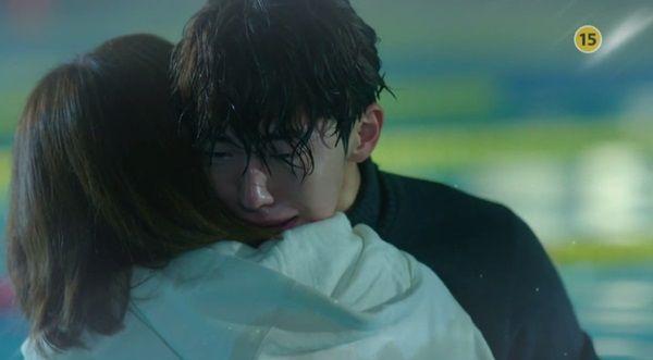 《舉重妖精金福珠》第15集預告 南柱赫在泳池抱住李聖經痛哭