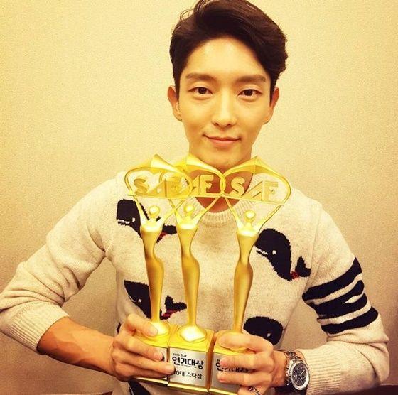 李准基《SBS演技大赏》拿下三冠王 感谢全世界粉丝们的支持