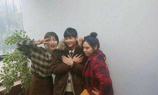 《任意依恋》秀智、李瑞元、金敏英    姊弟Pose幕后搞笑照片