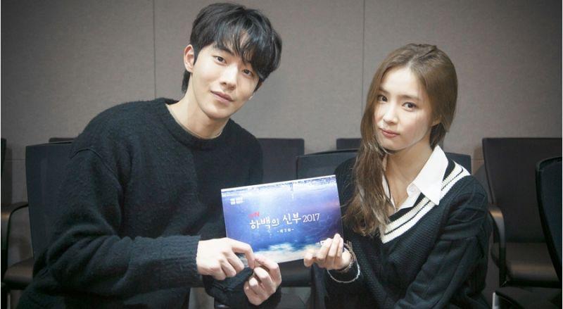 南柱赫、申世景、Krystal等人主演tvN新劇《河伯的新娘》讀劇本照公開