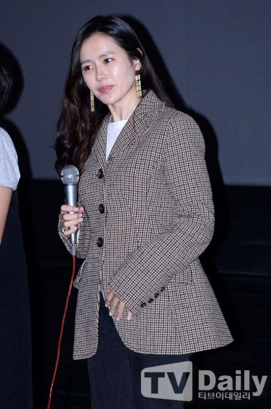 孙艺珍助阵《没有秘密》GV活动 格纹外套演绎早秋时尚