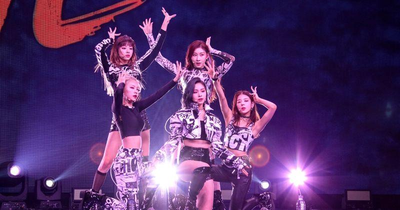 ITZY 新专辑大展自信魅力 〈WANNABE〉夺四榜冠军!