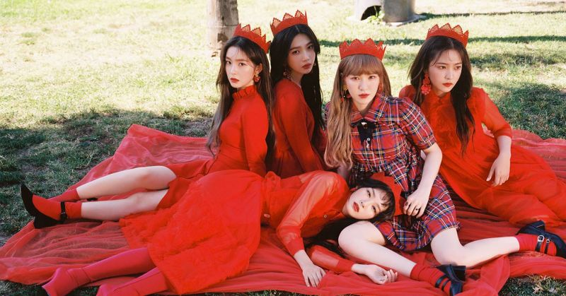 Red Velvet 再添一支破億 MV 這次是帥氣又詭異的〈Peek-A-Boo〉!