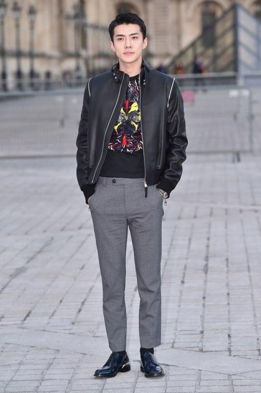 EXO世勋首度亮相巴黎时尚周获盛赞  人气火爆