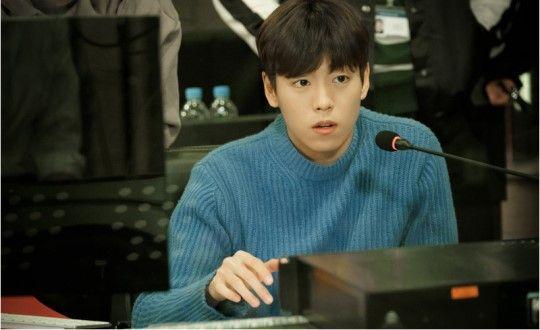 tvN新劇《她愛上了我的謊》公開李玹雨劇照 專注音樂的天才作曲家