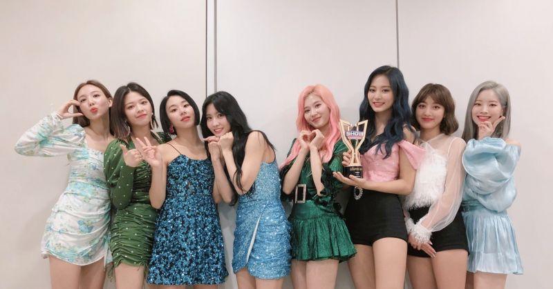 TWICE 回歸後首冠入袋 躍上 Gaon Chart 單週專輯榜首!