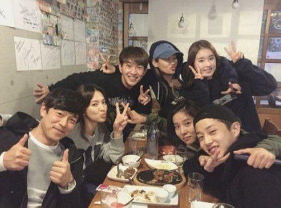 《太陽的後裔》宋慧喬與醫療團隊的聚餐