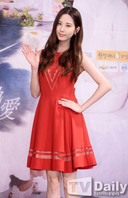 《熱戀》製作發佈會 少女時代徐玄紅裙驚豔