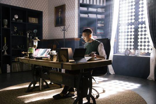 《芝加哥打字机》刘亚仁变身明星作家 是否能打造另一个人生角色?
