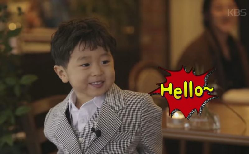 《超人回来了》可爱升材说Hello 吸引外国人目光集中