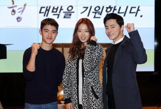 曹政奭、朴信惠與EXO D.O.合照公開!電影《哥哥》於今日正式開機