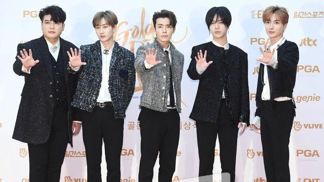 「希望我们都会永远记住钟铉」《金唱片奖》本赏得主 Super Junior 温馨感人悼师弟钟铉
