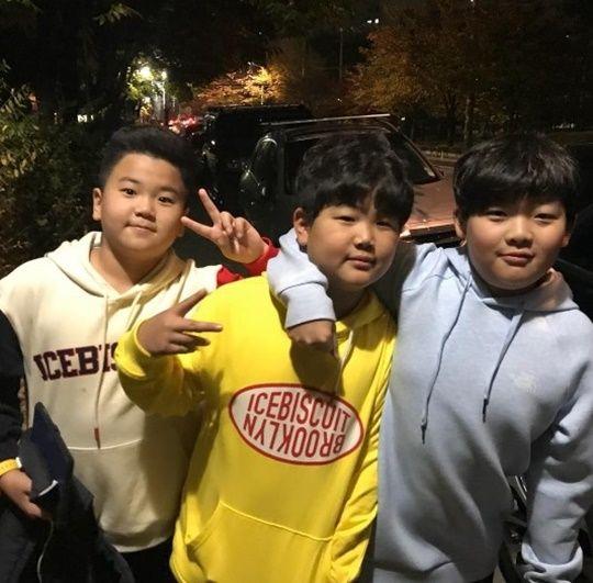 李鐘赫分享孩子們的近況照!尹侯、成俊和李俊秀都長大啦~