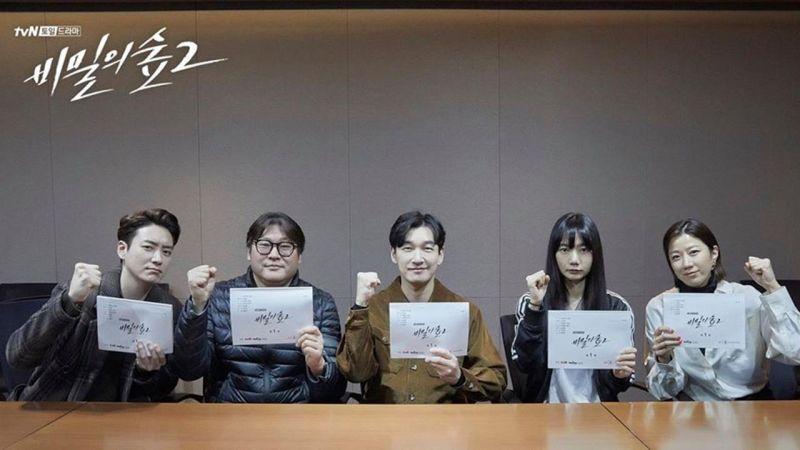 曹承佑、裴斗娜主演《秘密森林2》台词排练照公开,携手李浚赫、崔武成演员阵容超强大!