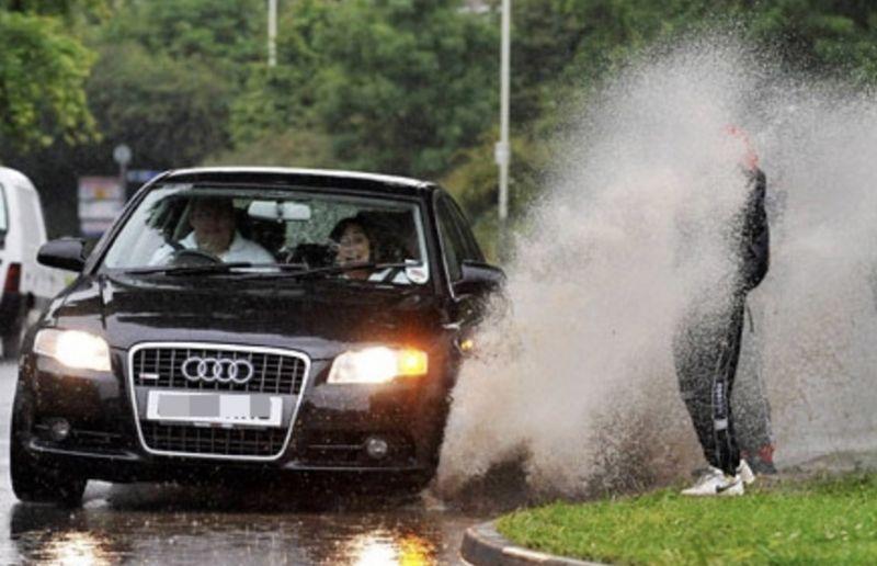 【韓國冷知識】這也能索賠!在韓國被汽車濺起的水弄濕可以依法索要洗衣費
